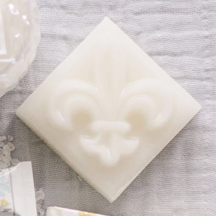 Dr-Tumbletys-Apothecary-inspired-by-spirits-distilling-company-Pittsburgh-sweet-olive-soap-works-fleur-de-lis-soap-bathroom-new-orleans-nola-french-quarter